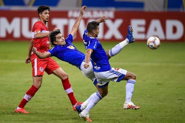 Cruzeiro tropeça em casa e segue próximo da zona de rebaixamento