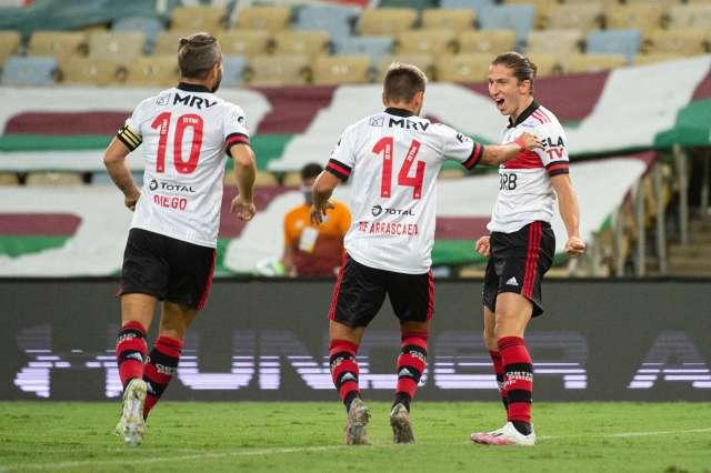 Flamengo vence o Fluminense por 2 a 1 e chega a vice-liderança do Brasileirão