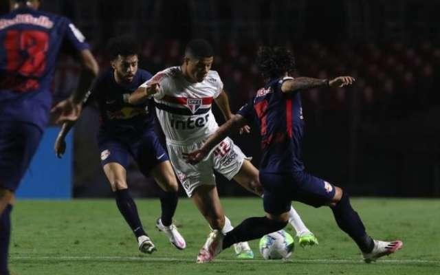 Em jogo com dois pênaltis perdidos, São Paulo e Bragantino empatam em 1 a 1
