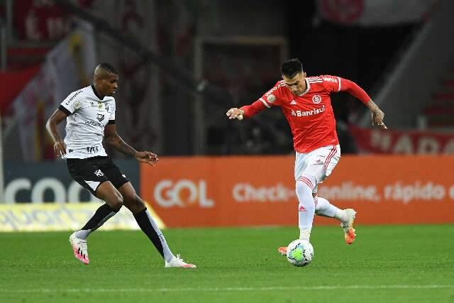 Thiago Galhardo brilha na vitória do Internacional sobre o Ceará por 2 a 0
