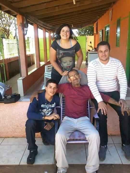 Celedino com os filhos: Luan, Luana e Alexandre. (Foto: Arquivo Pessoal)