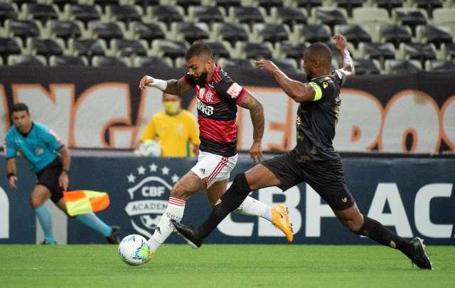 Ceará barra sequência do Flamengo e vence partida por 2 a 0