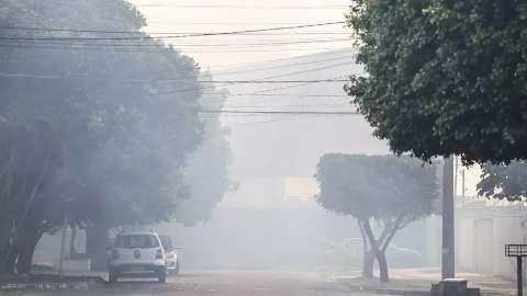 Fumaça volta com força e moradores devem ir para hotéis, por conta do Atacadão