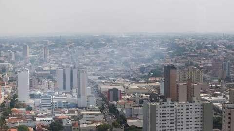 Névoa seca que cobre céu de Campo Grande é resultado das queimadas