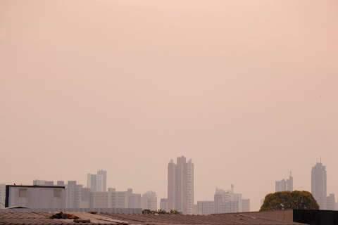 Terça tem névoa no céu, temperatura mais baixa e alerta de vendaval