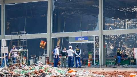 Conselho espera laudo para apontar responsável por incêndio no Atacadão
