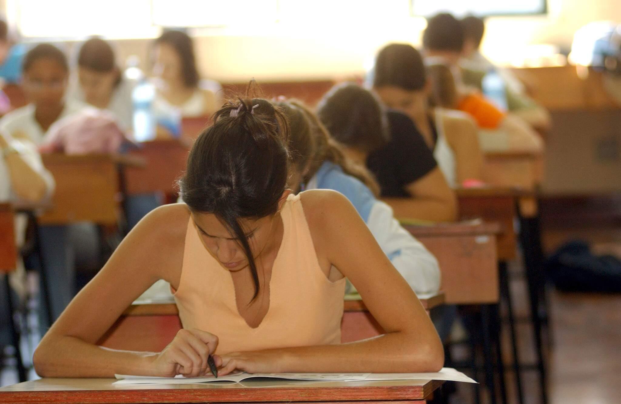 Alunos fazendo o exame do Enem. (Fonte: Estadão Conteúdo)