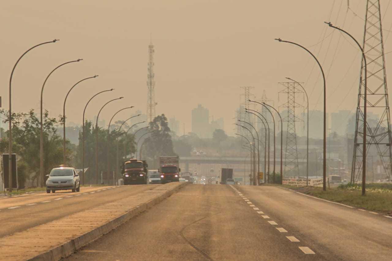 Campo Grande vista tomada pela fumaça (Foto: Silas Lima)