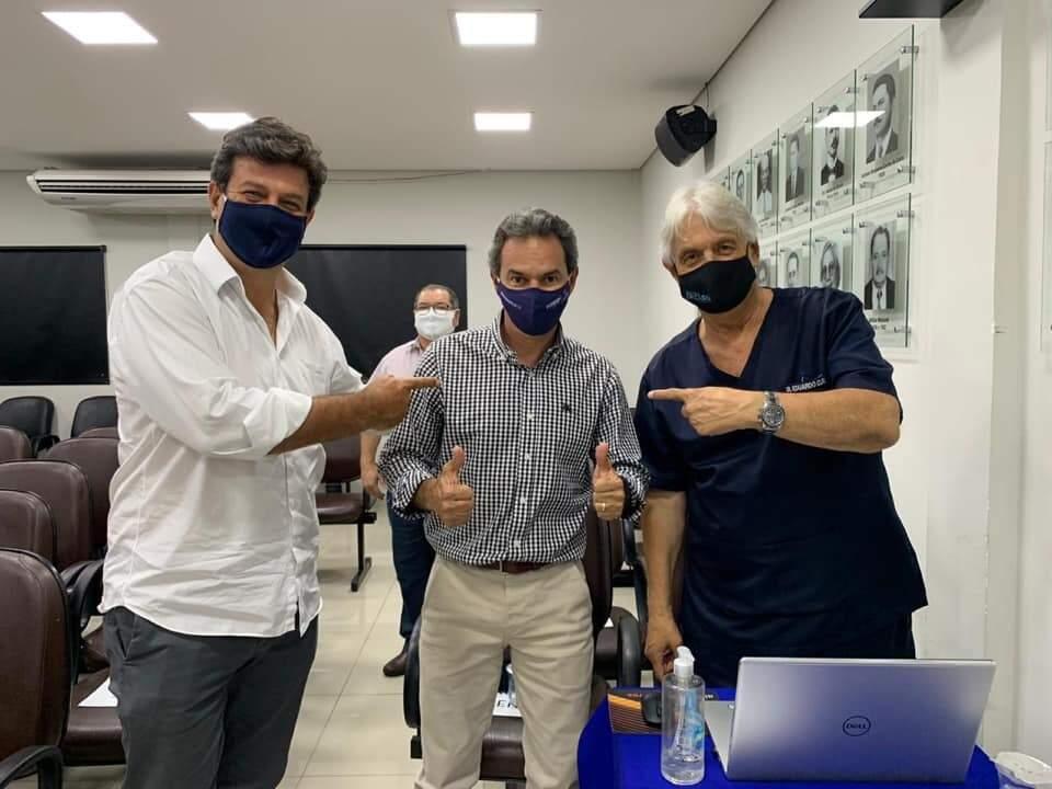 Ex-ministro e vereador postam foto demonstrando apoio a Marquinhos (Foto: Reprodução/Facebook Eduardo Cury)