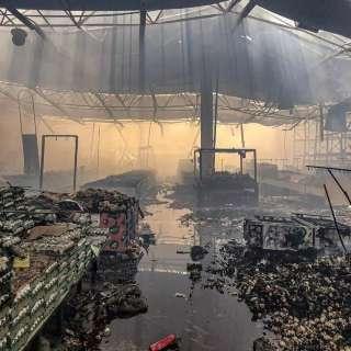 Vídeo: Bombeiros mostram por dentro tudo o que virou cinzas no Atacadão