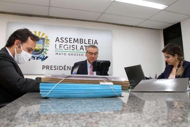 Deputados aprovam projeto que amplia punições e multas para trotes