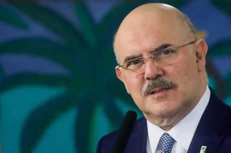 MEC promete protocolo e R$ 525 milhões para retorno às aulas presenciais
