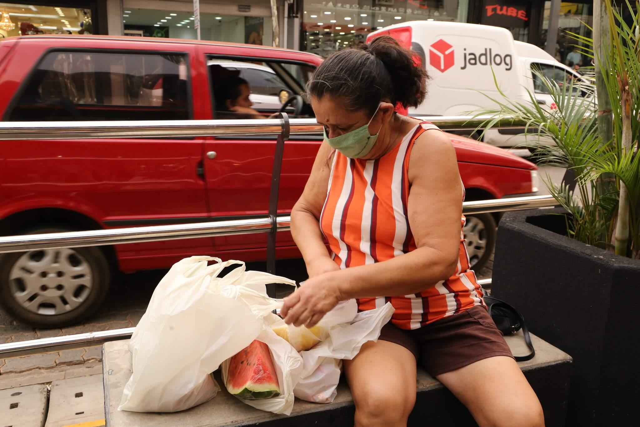 Rita Aparecida Guilhem decidiu mudar a alimentação para não ganhar peso. (Foto: Kísie Ainoã)