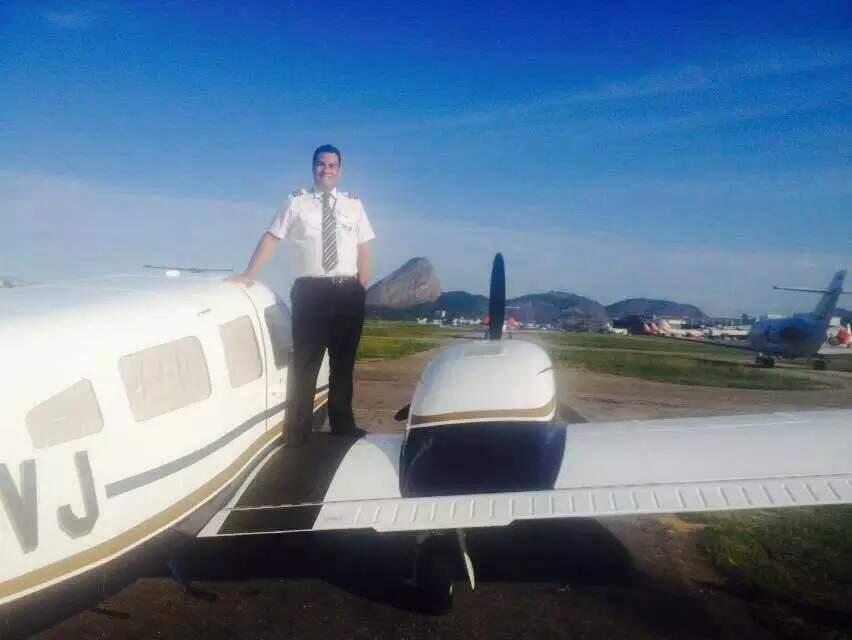 Marcos morreu pilotando a aeronave aos 34 anos (Foto: Reprodução/Facebook)