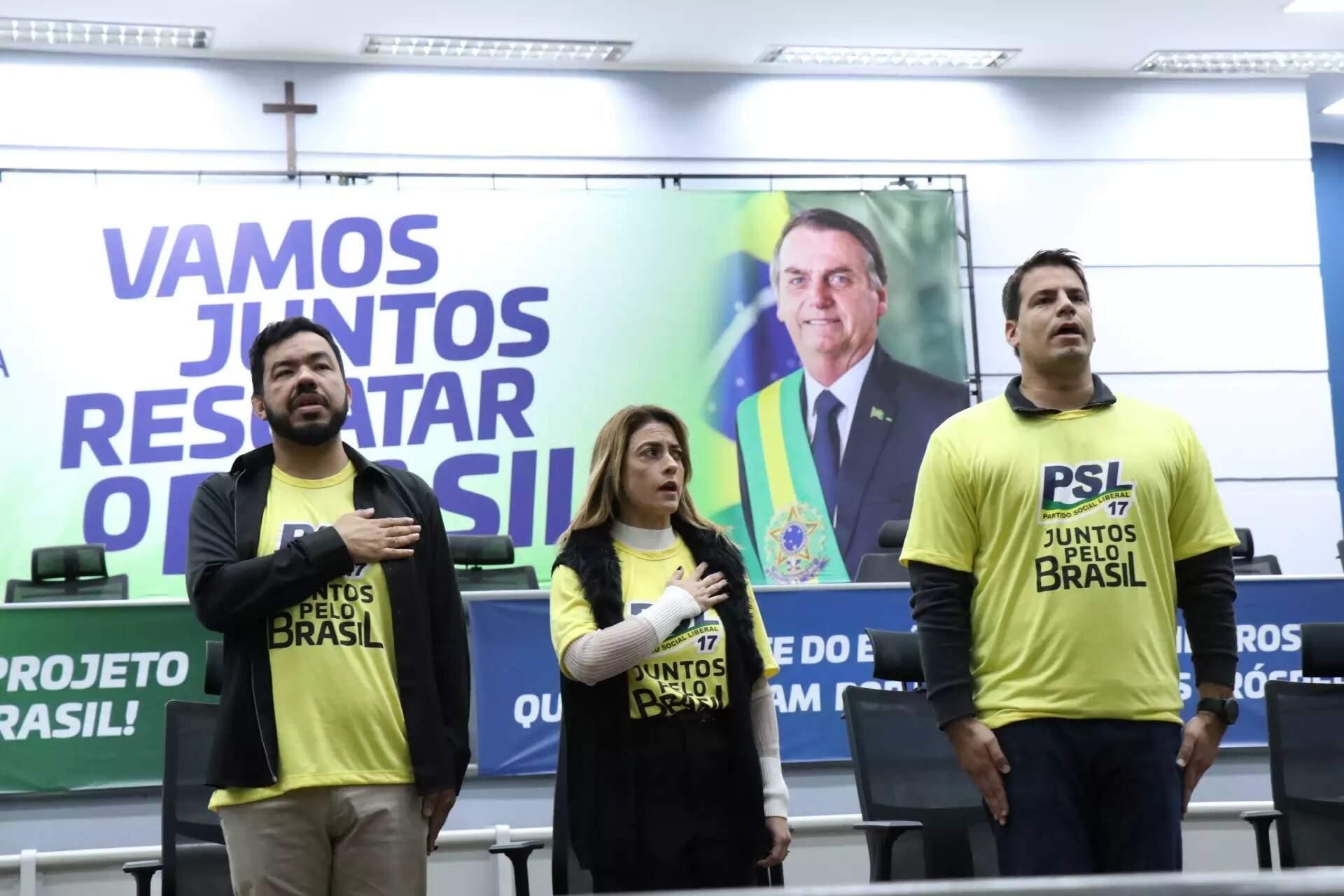 Deputado Loester Carlos (esquerda) ao lado da senadora Soraya Trhonicke (centro) e do deputado Renan Contar (direita), durante evento do PSL (Foto: Henrique Kawaminami - Arquivo)