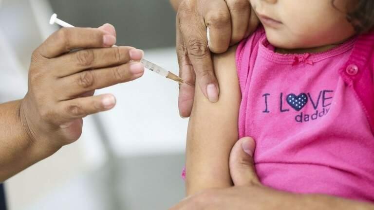 Duas das principas vacinas para crianças até um ano de idade em Mato Grosso do Sul tiveram redução significativa em sua cobertura nos últimos anos. (Foto: Divulgação Sesau)