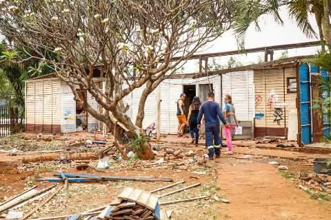Após protesto, prefeitura suspende transferência de famílias para o Oiti
