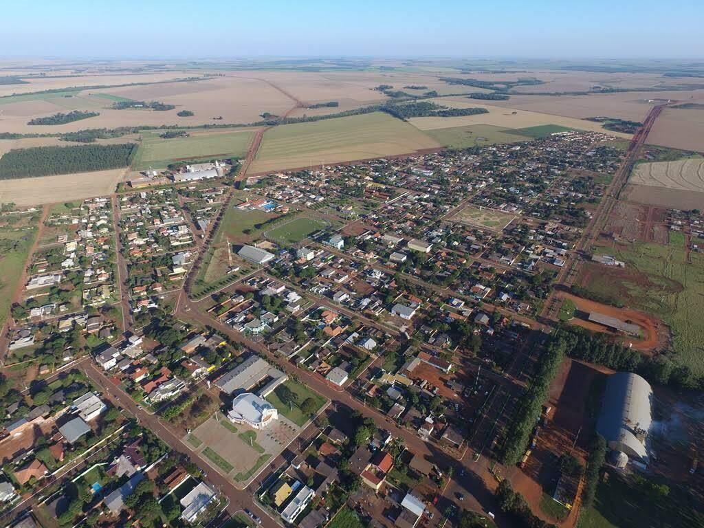 Vista aérea de Laguna Carapã, cidade onde choveu apenas 3,2 milímetros neste sábado. (Foto: Jornal Correio MS)