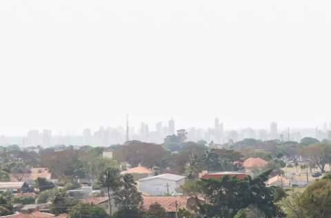 Instituto alerta para tempestade, mas Capital segue coberta por fumaça
