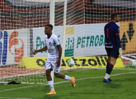 Com 3 gols de Keno, Atlético-MG vence em Goiás e assume liderança do Brasileirão