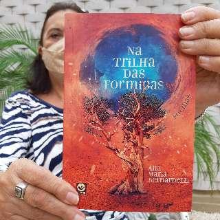 Em novo livro, professora reflete sobre resiliência na pandemia