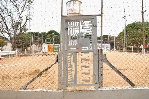 Para usar quadra em praça pública, morador tem que pagar R$ 20,00