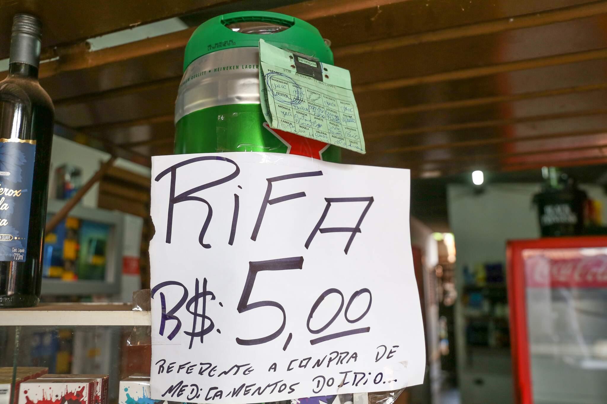 Rifa recente feita por Matheus para comprar remédio do filho. (Foto: Paulo Francis)