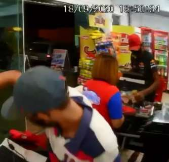 Antes de assaltar casa de carnes, dupla foi filmada roubando supermercado