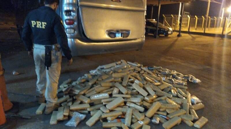 Droga encontrada no veículo. (Foto: Divulgação | PRF)