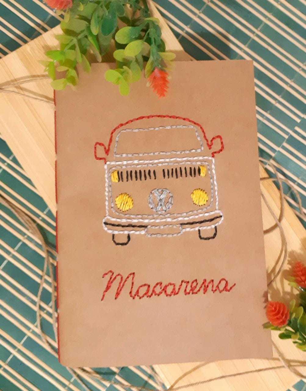 Feito à mão, bordado da Kombi Macarena que o cliente pediu (Foto: Reprodução/Instagram)