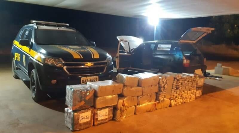 Droga encontrada dentro de Fiat Uno (Foto: Divulgação)