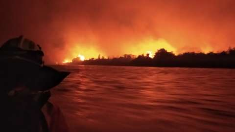 Bombeiros resgatam família em meio a incêndio no Pantanal
