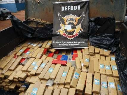 Polícia encontra quase 3 toneladas de maconha em caminhões carregados de feno