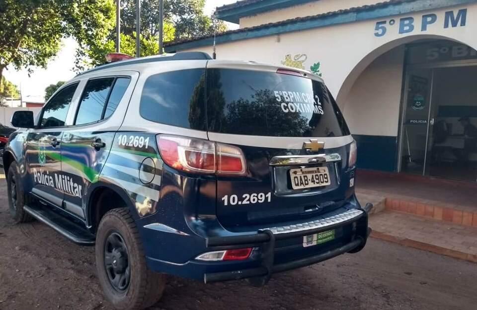 Após denúncia, equipe da Polícia Militar encontrou o suspeito. (Foto: Divulgação/5ºBPM)