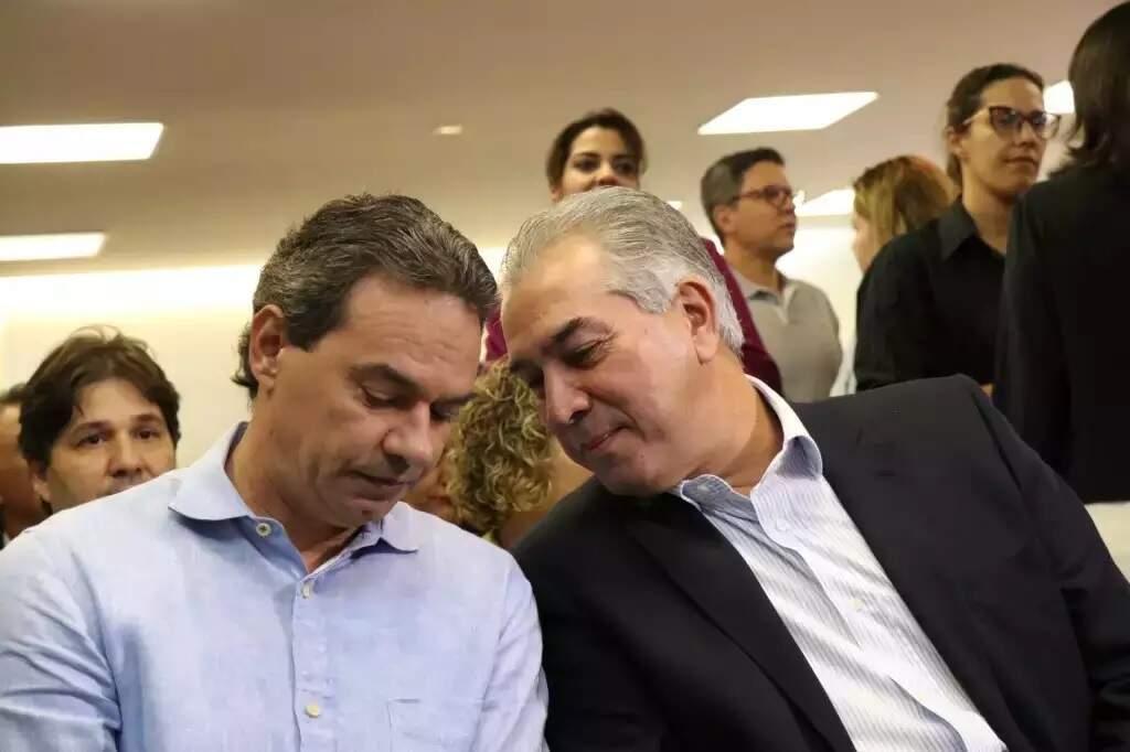 Prefeito Marquinhos Trad (PSD) ao lado do governador Reinaldo Azambuja (PSDB), durante agenda em Campo Grande no ano passado (Foto: Henrique Kawaminami - Arquivo)
