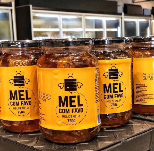 O mel com favo é produção do próprio mercado (Foto: Reprodução/Instagram)