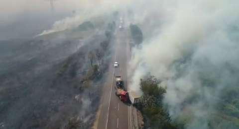 Fumaça força interdição de trecho da BR-262 depois de acidente com morte