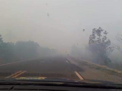 Tráfego por rodovia que foi tomada por fumaça é liberado após 6h de interdição