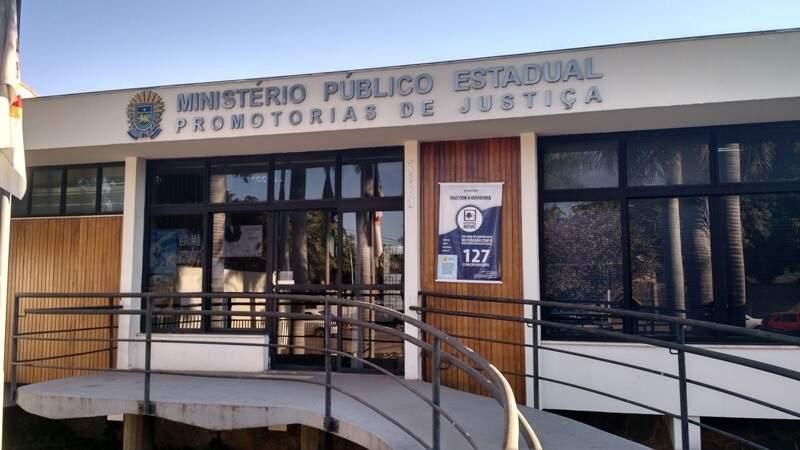 Segundo denúncia, candidato foi ao Ministério Público de Corumbá e aproveitou para pedir votos, o que é proibido. (Foto: MPMS)