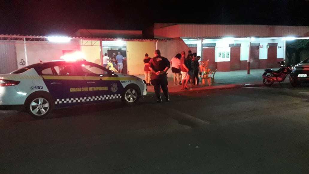 Fiscais da Guarda durante fiscalização na madrugada (Foto: Divulgação)