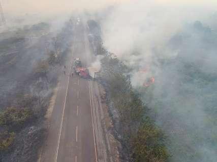Impressionante: fumaça de queimadas toma rodovia no Pantanal