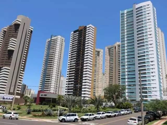 Imagem de prédios em Campo Grande, perto dos altos da Afonso Pena (Foto: Arquivo - Marcos Maluf)