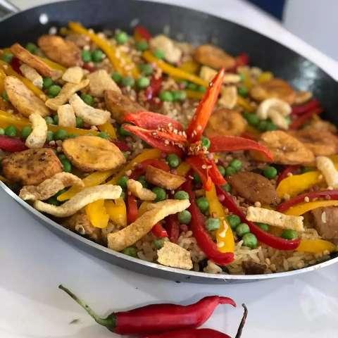 Versátil, paella pantaneira pode ser feita com o que tiver na geladeira