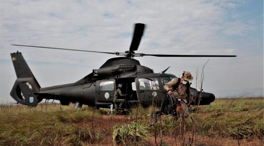Aeronave das Forças Armadas auxiliam trabalho, mas não possuem capacidade para transportar água (Foto: Saul Schramm/Ascom)