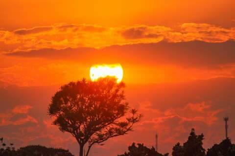 Onda de calor mantém termômetros marcando até 46ºC em MS