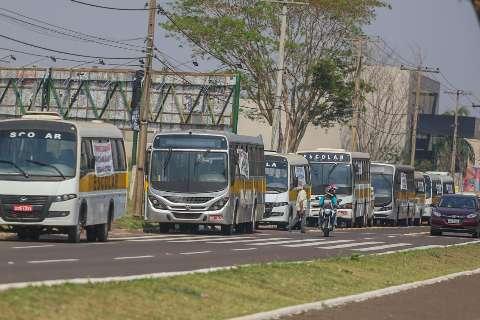 Empresários do transporte escolar fazem protesto na avenida Afonso Pena