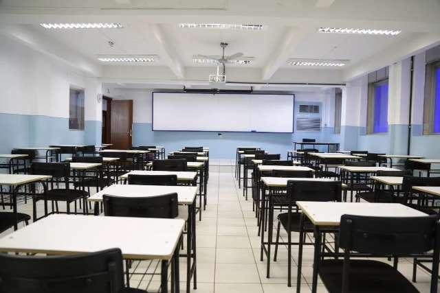 Pressa parece ser só de escola, porque 74% dos pais não vão levar filho às aulas