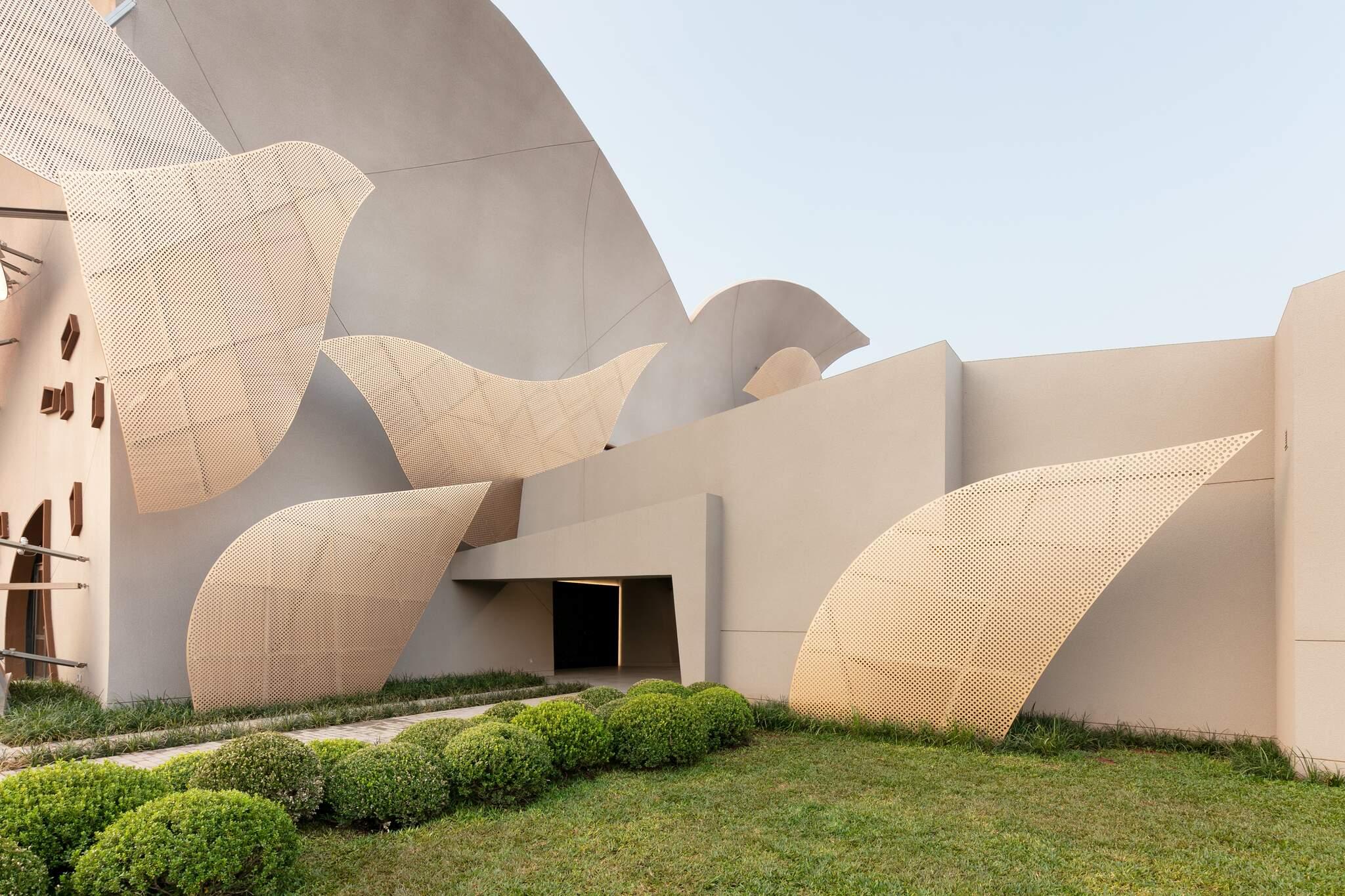 Volumetria da fachada é ponto alto de empreendimento que tem gerado muita curiosidade no Vila Nasser. (Foto: Fellipe Lima)