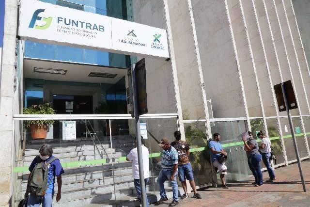 Empresas têm 447 vagas abertas para várias funções em Campo Grande