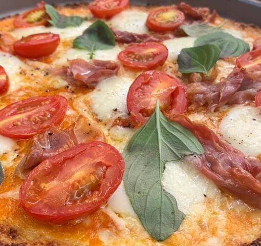 Depois dos exageros do feriado, dica é pizza com massa de couve-flor